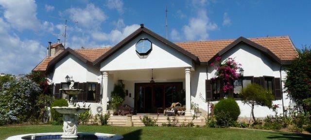 5 bedroom detached hilltop cottage in Parekklissia