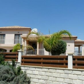 For Rent - 4 bedroom detached house in Parekklisia, Limassol