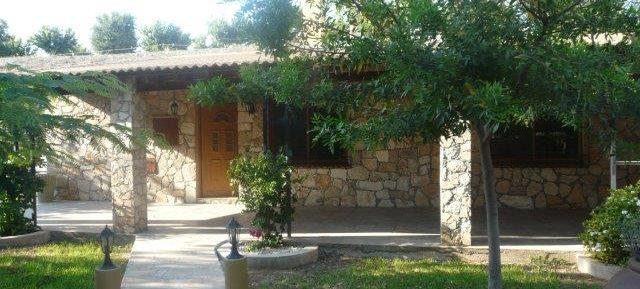 4 bedroom detached bungalow in Parekklissia