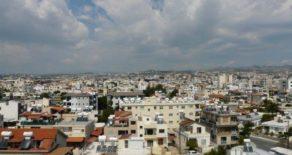 3 bedroom top floor apartment in Kapsalos