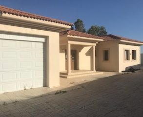 For Rent – 3 bedroom panoramic view bungalow in Parekklisia, Limassol