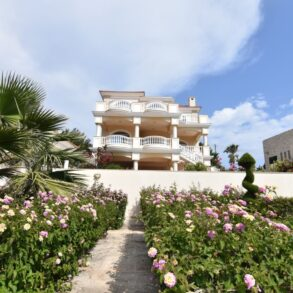 For Sale – 5 bedroom house in Mesovounia, Limassol