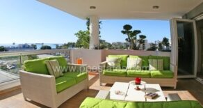 Luxury 4 bedroom penthouse opposite the beach near Crowne Plaza