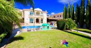 Luxury 4 bedroom + office detached sea view villa in Ayios Athanasios