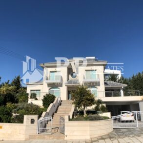 Luxury 5 bedroom villa in Mesovounia